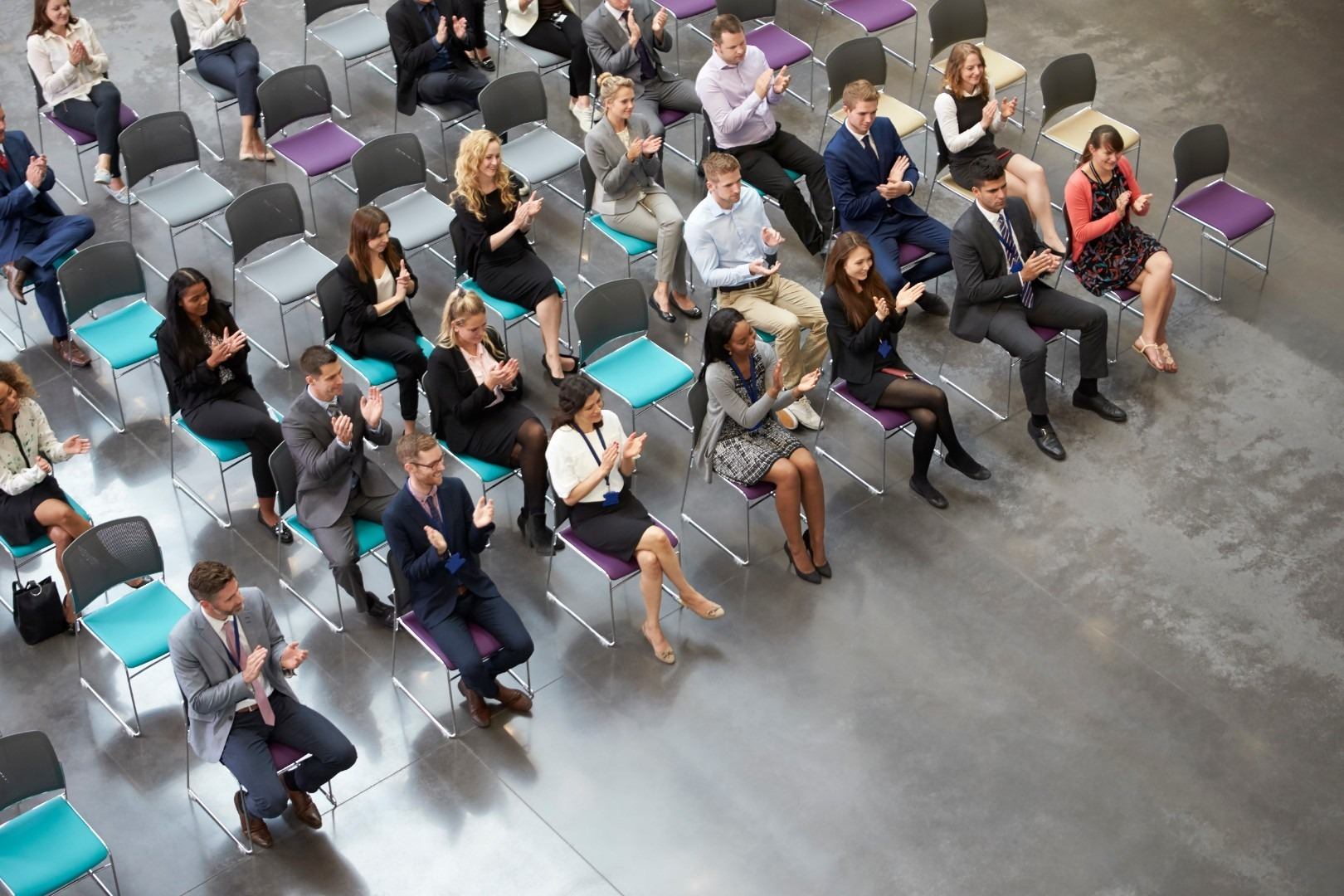 overhead-view-of-audience-applauding-speaker-at-P7GMC8Z
